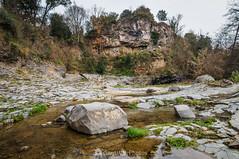 A los pies del Boscarró (SantiMB.Photos) Tags: 2blog 2tumblr 2ig santjoandelesfonts garrotxa girona invierno winter basalto basalt boscarró rocas rocks geo:lat=4221415935 geo:lon=250979403 geotagged santjoanlesfonts cataluna españa