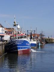 Harbour Tilt (Glass Horse 2017) Tags: nyorks whitby harbour fishingboat tilting ourhazel moored unloading quayside reflections