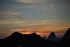 bfds procê colega de clicks! (Ruby Ferreira ®) Tags: pordosol sunset bay baía avião airplane silhuetas silhouettes