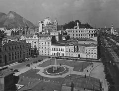 fachada sur de La Moneda y el centro de santiago años de 1930 (santiagonostalgico) Tags: chile santiago antiguo antigua capital centro calle santiaguino historia urbana