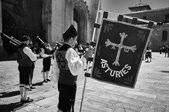 Asturies (Hector Corpus) Tags: leicam240 7artisans28mmf14 oviedo bandadegaitas blackandwhite asturies