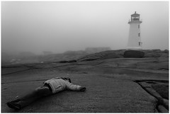 No puedo estoy muerto (Esaú Alberto Canto Novelo) Tags: canada faro gente invierno mar paisaje peggyscove viaje windsor novascotia blackandwhite sea ocean oceano blancoynegro noir monochromatic lighthouse