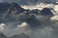 *Hua Mountains @ a journey over the clouds II* (Albert Wirtz @ Landscape and Nature Photography) Tags: albertwirtz china huamountains huashan huashanmountainrange westerncentralchina asien asia nature natur natura landschaft landscape paesaggi paysage paisaje campo campagne campagna fineartphotography landscapefineart nikon d810 cloud wolke fog mist nebel misty foggy nebbia laniebla brouillard brume bruma smog huayin shaanxi guilin albertwirtzlandscapeandnaturephotography albertwirtzphotography naturfineart mistyworld