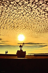 Núvens congeladas ! :) (Zéza Lemos) Tags: portugal praia pordesol puestadelsol algarve água areia monumentos pessoas sunset sol sunny quarteira quebramar paisagens portodepesca portodeabrigo mar natureza nuvens natur núvens gaivotas oceano faro