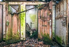 FREI (Planitzer Pictures) Tags: lost verlassen vergessen forgotten wc toilette sanitäranlage tür door frei grün marode rotten abandoned urbex urban exploring exploration textilfabrik