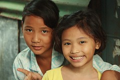 friends (the foreign photographer - ฝรั่งถ่) Tags: two girls children friends khlong thanon portraits bangkhen bangkok thailand canon