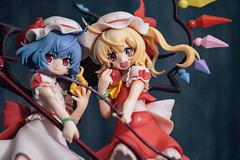 Remilia Scarlet & Flandre Scarlet (GuiltyKnights) Tags: remilia scarlet flandre touhou project toy photo photography macro a7s photoshoot anime figures figurine pvc girl kawaii wings danmaku devil vampire