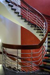 Geländer mit Knick (Sockenhummel) Tags: treppe treppenhaus stairs stairway geländer escaliers staircase architektur architecture fuji xt10 spirale wendeltreppe stairwell stufen steps