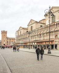 Ferrara-10 (e.berti93) Tags: ferrara architecture architettura art italy brick urban antico monumento castello estense piazza città bike