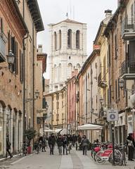 Ferrara-12 (e.berti93) Tags: ferrara architecture architettura art italy brick urban antico monumento castello estense piazza città bike