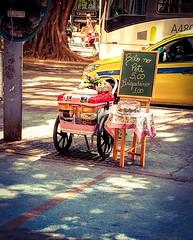 Doce delicias (lucia yunes) Tags: comercioambulante comercioderua comercio cenaderua fotografiaderua fotoderua mobilephotography mobilephoto streetscene streetfood streetvendor streetphotography lifeinstreet motoz3play luciayunes streetmarket streetshot