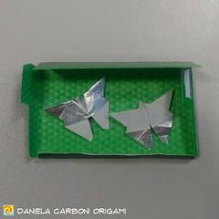 """""""Farfalle""""  Create oggi. Incarto di gomma da masticare, 3,5cm x 6,5cm. ---------------------------------------- """"Butterflies""""  Created today. Chewing gum wrap, 3,5cm x 6,5cm.  #origami #cartapiegata #paperfolding #papiroflexia  #paper #paperart #createdan (Nocciola_) Tags: paperart recycling cartapiegata createdandfolded papiroflexia butterfly paperfolding riciclo originaldesign danielacarboniorigami paper origami farfalla"""