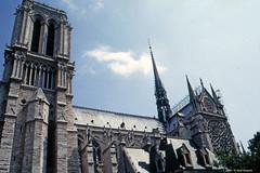 1983-Notre-Dame de Paris (11) (Paolo Bonassin) Tags: parigi france scansionedelnegativo photodigitized analog analogica fotoanalogica photoanalogue scanned fotoanalogichedigitalizzate notredame 1983