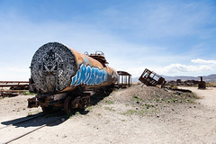 Cemeterio de Trenes (Ben-ah) Tags: cemeterydetrenes traincemetery greattraingraveyard uyuni train deserted graffiti travelphotography bolivia