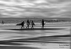 Amigos (azucena G. De Salazar) Tags: personas niños playa sopelana basquecountry bizkaia paisvasco euskalherria euskadi