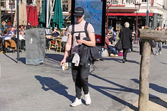 Leidseplein - Amsterdam (Netherlands) (Meteorry) Tags: europe nederland netherlands holland paysbas noordholland amsterdam amsterdampeople candid streetscene people centrum center centre leidseplein leidsepleinbuurt male homme guy boy man tourist urban city backpacker ninetyfour sneakers trainers baskets skets adidas arms february 2019 meteorry
