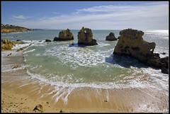 "Another ""I don't remember the name"" beach... (LilFr38) Tags: lilfr38 fujifilmxpro2 fujifilmfujinonxf1024mmf4rlmois algarve portugal praiadarocha beach ocean sand reflection rock plage océan sable reflet rocher"