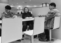Cofee talk (Papaye_verte) Tags: canada québec montréal café restaurant cofee streetphotography