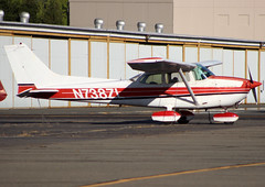 N738ZL Private Cessna 172N Skyhawk (BayAreaA380Fan Photography) Tags: privatejet businessjet jet bombardier bombardierglobalexpress cessna cessna172 planespotting aircraft airplane