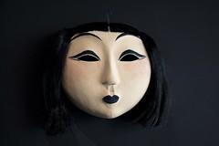 Jeune japonaise (Gerard Hermand) Tags: 1903227624 gerardhermand france paris canon eos5dmarkii grillon masque mask japon jeune young femme woman exposition exhibition sculpture