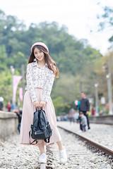 DSC_2322 (Robin Huang 35) Tags: 三義鄉 苗栗縣 中華民國 張淳艾 波比 poppy 勝興車站 苗栗 鐵路 車站 遊拍 人像 portrait lady girl nikon d850 鐵道 railway 月台 platform