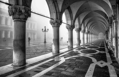 Doges Palace (photofitzp) Tags: bw blackandwhite contrast dogespalace fog italy mist venice