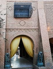 Tozeur escultura de leones edificio exterior Museo Dar Cherait Etnografico Tunez (Rafael Gomez - http://micamara.es) Tags: tozeur escultura de leones edificio exterior museo dar cherait etnografico tunez