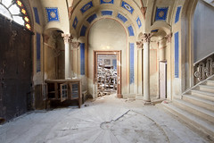 Castello Terremoto (Jonnie Lynn Lace) Tags: abandoned italy italia italian ruins ruinas modernruins decay derelict detail details design peelingpaint door doorway collapse earthquake colours colorful glow golden gold yellow blue red white stairs old classic history time memories castle castello grand europe european exploration explore explorer interior urbex house home mansion stonework destroyed beautiful