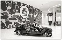 Taxi steht bereit... (Körnchen59) Tags: dubaimall shopping taxi sw körnchen59 elke körner sony 6000