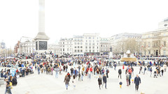 _B5A2765REWS Trafalgar Square, © Jon Perry, 23-3-19 zbq (Jon Perry - Enlightenshade) Tags: trafalgarsquare london highkey longexposure motion people flow jonperry enlightenshade arranginglightcom 23319 20190323
