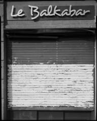 Le Balkabar (Philippe Torterotot) Tags: analog nantes loireatlantique paysdelaloire argentique largeformat grandformat 4x5 chamonix45n2 fomapan100 foma façade noirblanc noiretblanc blackandwhite france film filmisnotdead