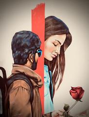 Séduction ... ( P-A) Tags: fièvreduprintemps charme délicatesse tendresse regard attention émotion désir peur timidité initiative murale artpublique nikond800 photos simpa© amour cadeau fleur visuel
