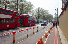 Red 🔴 (julieloolibelle15) Tags: colour canon streets focalpoint bus buses lines red london 2019 april