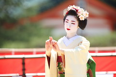 Elegant (Teruhide Tomori) Tags: kyoto japon japan heianjingushrine maiko performance tradition festival kimono stage 舞妓 京都 伝統 日本 着物 舞台 lady 踊り dance portrait event 平安神宮 happyplanet asiafavorites