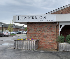 Fitzgerald's lunch house, near Fort Ben on the east side of Indy (9130 Otis Ave) (carpingdiem) Tags: indianapolis spring 2019 restaurant fitzgeralds