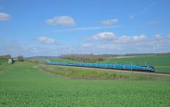 Grande vitesse ! (bb26192) Tags: lgv trains ouigo ouisncf sncf sncfreseau tgv vitesse champs caténaire aqueduc
