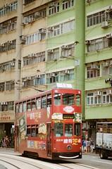 半小时等来的红色叮叮,跟嫩绿的建筑合奏出夏日的序曲-德辅道西 (chuan543396) Tags: 胶片 菲林 50mm nikon 香港 西环 旺角 海 叮叮车 夜景 kodak 旧时光