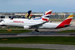Iberia | Airbus A330-300 | EC-MAA | London Heathrow (Dennis HKG) Tags: aircraft airplane airport plane planespotting oneworld canon 7d 100400 london heathrow egll lhr iberia spain ibe ib airbus a330 a330300 airbusa330 airbusa330300 ecmaa