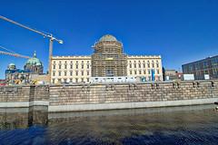Berlin - Berliner Schloß (www.nbfotos.de) Tags: berlin berlinerschlos schlos castle kupfergraben spreekanal