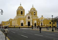 TrujilloIMG_1695LG (sapa_inka) Tags: peru peruvian peruanisch sapainka kirche katehdrahle basilika trujillo erdbeben zerstörung wideraufbau wiederaufbau stadtgründung südamerika southamerica plaza plazadearmas