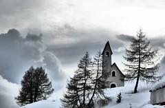 Kirchlein am Grödner Joch (2121 m); Südtirol, Italien (225) (Chironius) Tags: alpen dolomiten italien dolomiti berg mountains naturstein frost schnee landschaft arbres trentinoaltoadige südtirol italia gebirge baum bäume tree trees arbre дерево árbol деревья árboles albero árvore ağaç boom träd wolken clouds wolke nube nuvole sky nuage облака gegenlicht kirche