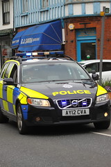 AY12CVA Volvo V70 T5 of Suffolk Police (Ian Press Photography) Tags: boat boats suffolk escort large outsize load t200aby daf xf abbey transport hauling police 999 emergency service services officer officers ay12cva volvo v70 t5 car cars