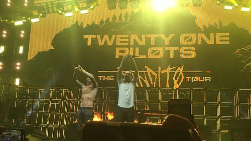 Twenty One Pilots fan photo