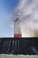 Stormy Newhaven Harbour (Mark Wordy) Tags: storm newhaven newhavenharbour eastsussex lighthouse spray waves