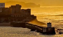 Saint-Jean-de-Luz (Miradortigre) Tags: pays basque atardecer puerto harbour sunset tramonto sol sun ocean oceano atlantico atlantic cantabrico france francia san jean de luz saintjeandeluz muelle pier breakwater briselames