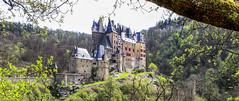 Burg Eltz (oblakkurt) Tags: burgen schlösser fühling burgeltz wald bäume