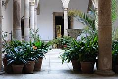 Caceres, Patrimoine de l'Humanité (hans pohl) Tags: espagne estrémadure caceres architecture colonnes columns atrium cour yard plantes plants