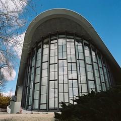 Fleischmann Planetarium (poavsek) Tags: hasselblad film cf50mm zeiss distagon kodak nevada reno university planetarium fleischmann