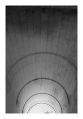 Voûte (DavidB1977) Tags: france picardie hautsdefrance aisne fèreentardenois château ruines voûte monochrome fujifilm x100f bw nb