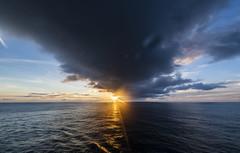Cloud at sunset / Туча на закате (dmilokt) Tags: природа nature пейзаж landscape море sea закат рассвет восход sunset sunrise dmilokt океан ocean sun солнце туча облако cloud